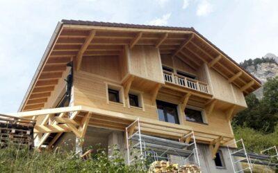 Case di legno in tronchiun classico di montagna